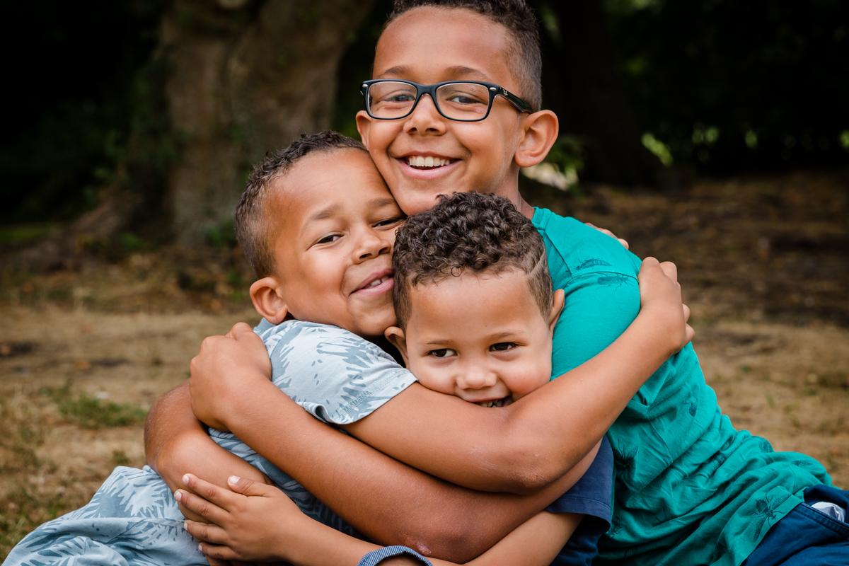 3 broers | omhelzen | multicultureel