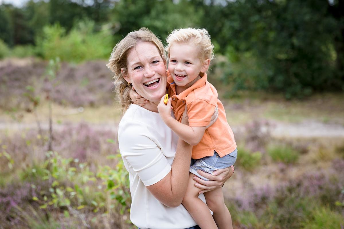 Moeder en zoon | knuffel